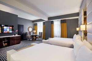 A bed or beds in a room at Hotel Metro, Autograph Collection