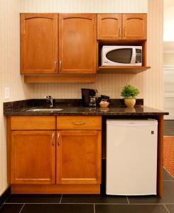 A kitchen or kitchenette at Best Western Plus Kelowna Hotel & Suites