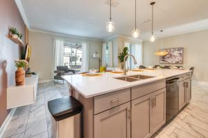 A kitchen or kitchenette at Amazing brand new 4 bed villa, 10 minutes from Disney