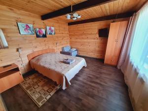 Кровать или кровати в номере Бережок