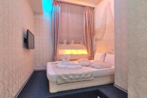 """Кровать или кровати в номере Отель """"на Кутузовской"""""""