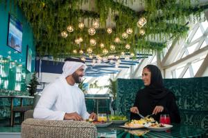 A restaurant or other place to eat at Andaz Capital Gate Abu Dhabi - a concept by Hyatt