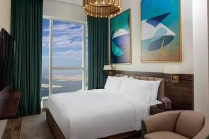 Ліжко або ліжка в номері Avani Palm View Dubai Hotel & Suites