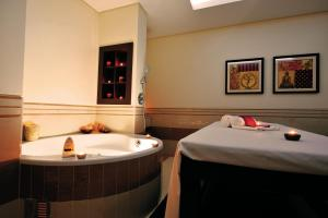 Spa and/or other wellness facilities at Vila Gale Coimbra