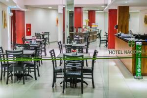 A restaurant or other place to eat at Nacional Inn Porto Alegre - próximo ao Complexo Santa Casa