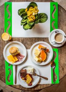 Breakfast options available to guests at Pousada Villaggio