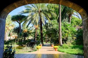 Jardín al aire libre en Open Sky Villa