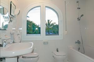 Un baño de Open Sky Villa