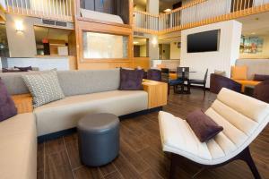 A seating area at Drury Inn & Suites Austin North
