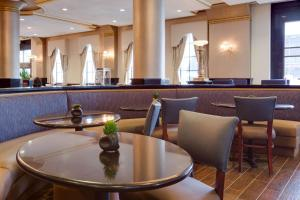 A restaurant or other place to eat at Drury Plaza St. Louis at the Arch