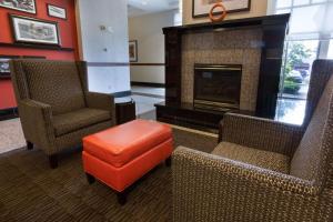 A seating area at Drury Inn & Suites Dayton North