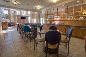 A restaurant or other place to eat at Drury Inn & Suites Amarillo