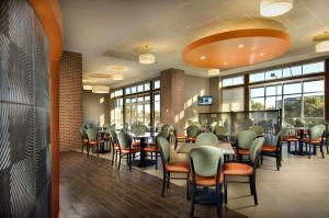 A restaurant or other place to eat at Drury Plaza Hotel San Antonio North Stone Oak