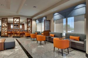 The lounge or bar area at Drury Inn & Suites Iowa City Coralville