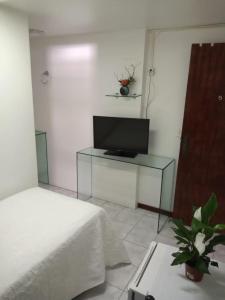 A television and/or entertainment center at Pousada Lírios do Tambaú