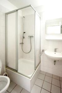 Ein Badezimmer in der Unterkunft Apartment with one bedroom in Erfurt with wonderful city view and WiFi