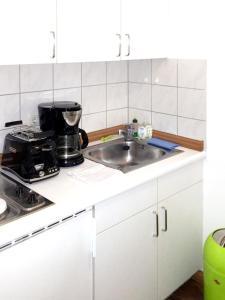 Küche/Küchenzeile in der Unterkunft Apartment with one bedroom in Erfurt with wonderful city view and WiFi