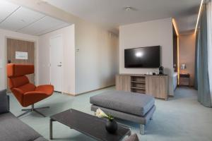 A television and/or entertainment center at Thon Hotel Parken