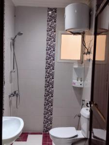 Um banheiro em Deyala Hotel Apartments 1