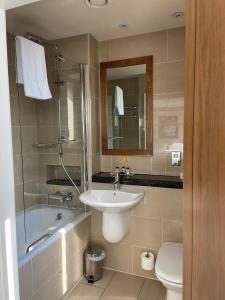 A bathroom at Hard Days Night Hotel