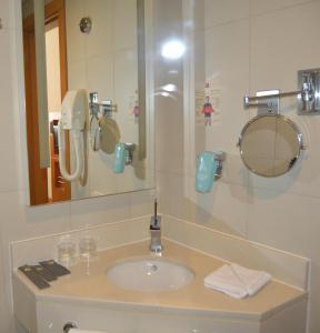 A bathroom at Ibis Abu Dhabi Gate