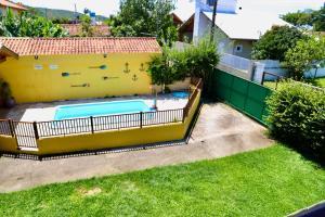 Uma vista da piscina em Pousada Manicaca ou nos arredores