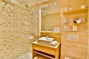A bathroom at Le Petit Prince