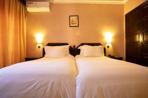 Cama o camas de una habitación en Diwane Hotel & Spa Marrakech