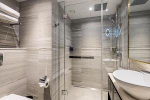 A bathroom at Dorsett City London