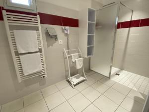 Un baño de Contact hôtel - Motel Les Bleuets