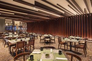 A restaurant or other place to eat at The Westin Peachtree Plaza, Atlanta