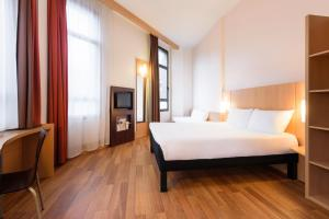 A bed or beds in a room at Ibis Bilbao Centro