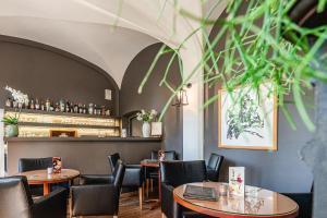 Een restaurant of ander eetgelegenheid bij Hotel Monasterium PoortAckere