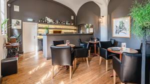 De lounge of bar bij Hotel Monasterium PoortAckere