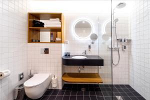 A bathroom at Hestia Hotel Kentmanni