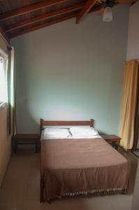 A bed or beds in a room at El Jardin