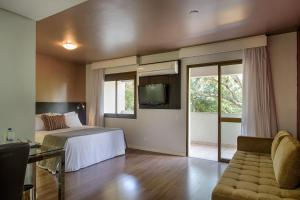 Cama ou camas em um quarto em Radisson Porto Alegre