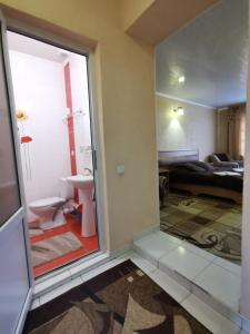 A bathroom at Monte-Kristo Hotel