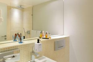 A bathroom at Scandic Front
