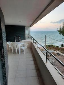 A balcony or terrace at Residence Vespucci Flat Beira Mar