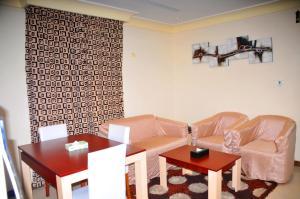 Um restaurante ou outro lugar para comer em Tobal Al Khobar Furnished Apartments