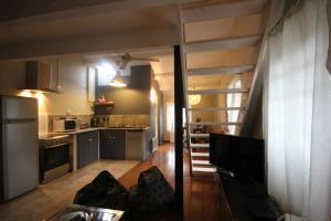 A kitchen or kitchenette at L'Appart Lourmarin