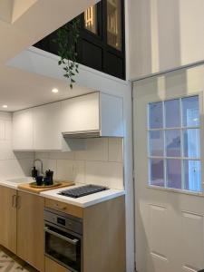 A kitchen or kitchenette at Loft Luxe La Plaine