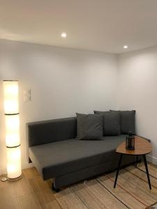 A seating area at Loft Luxe La Plaine