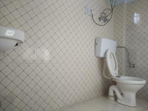 A bathroom at Joshi's homestay