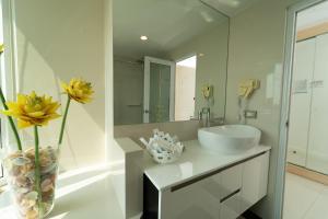 A bathroom at Royal Pavilion Hua Hin