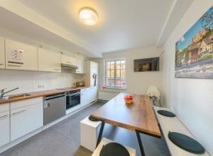 A kitchen or kitchenette at Hostel-Marburg-one