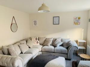 A seating area at Cove, Dorlahomes, Spacious 3 Bed House with Garden, Free Parking, Sittingbourne City Centre