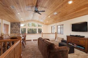 A seating area at Bear Mountain Retreat! PROMOTIONAL PRICES!!!!!