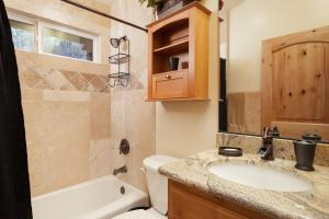 A bathroom at Bear Mountain Retreat! PROMOTIONAL PRICES!!!!!